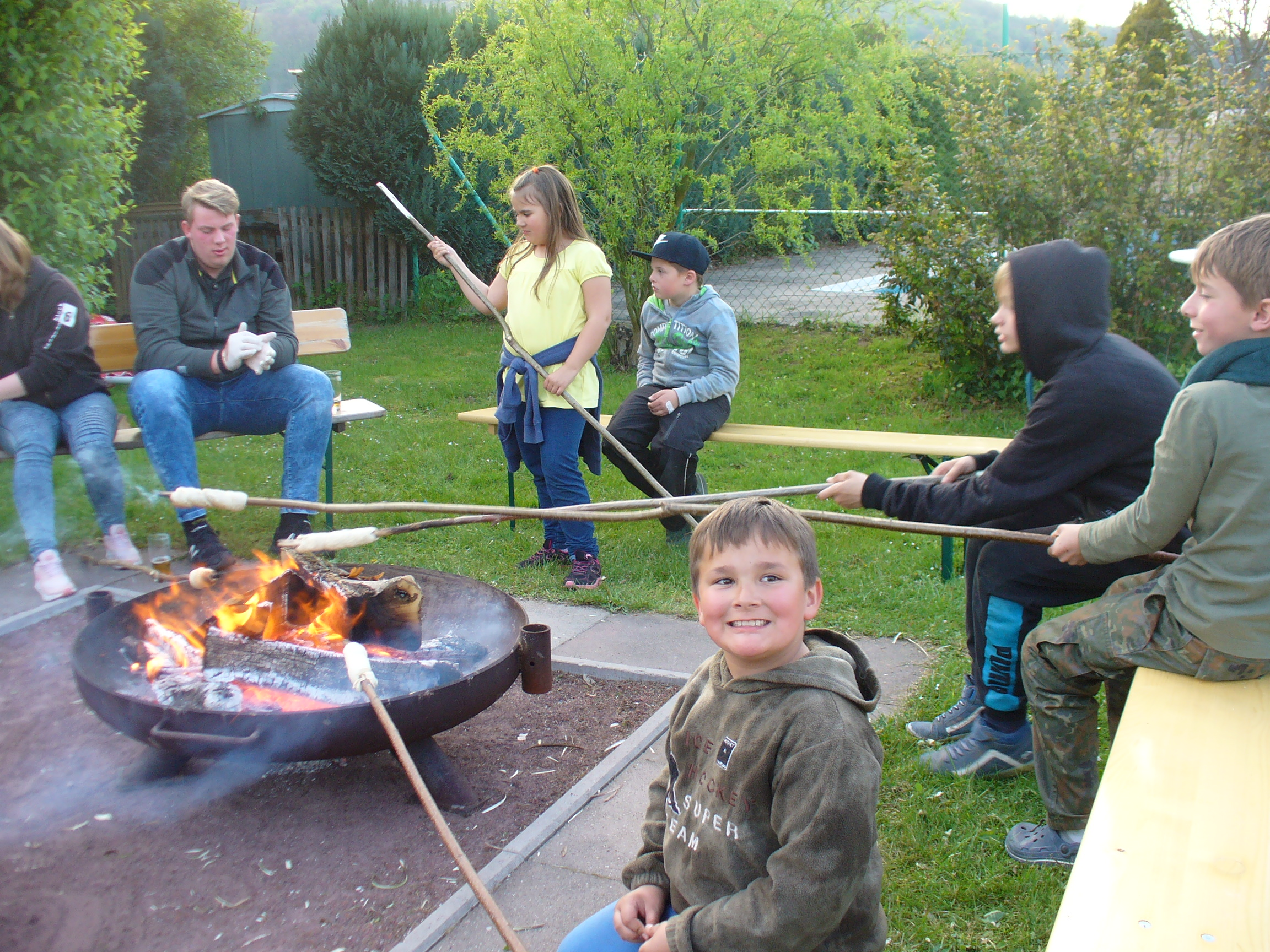Stockbrot backen - Campingplatz Weserbergland